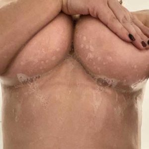 Kåt tjej vill ge och få erotisk massage och nu söker jag en knullkompis!